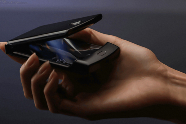 Motorola воскресила легендарную раскладушку Razr