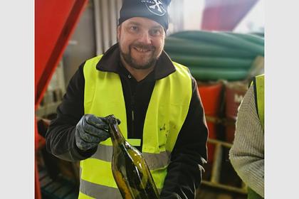Кладоискатели нашли сотни бутылок старинного алкоголя и не попробовали ни капли