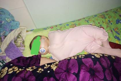 Россиянка решила проблему с плачущим ребенком малярным скотчем