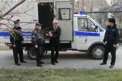 Россиянин напал с ножом на игравших на детской площадке мальчиков