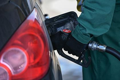 Ценам на бензин в России предсказали падение