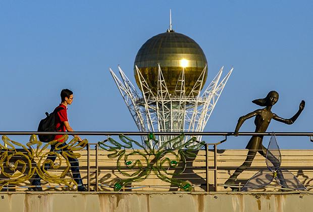 Монумент Байтерек (Астана-Байтерек). Нур-Султан