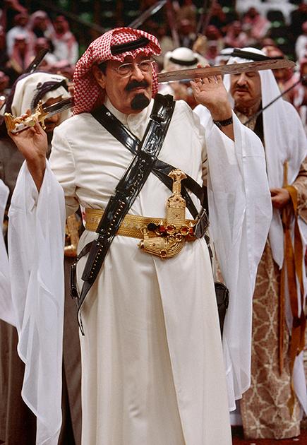 На публике Абдалла всегда появлялся в традиционной арабской одежде. Будучи наследным принцем, он мог и продемонстрировать владение саблей во время традиционного арабского танца арда