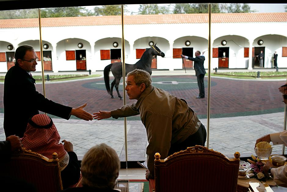 Для многочисленных лошадей короля были построены роскошные конюшни с кондиционерами и бассейнами. Во время визита в страну Джорджа Буша-младшего Абдалла не преминул продемонстрировать ему своих лучших скакунов