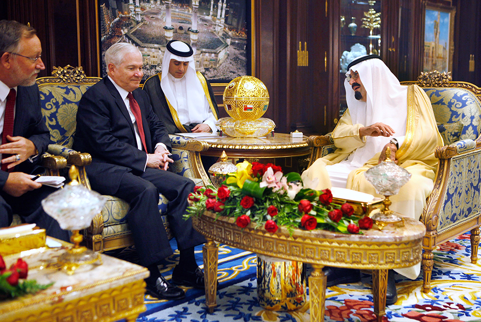 Король Абдалла принимает посла США в Саудовской Аравии в одном из залов дворца Аль-Ямама, 2011год