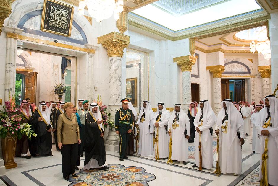 Во время официального визита канцлера ФРГ Ангелы Меркель в Саудовскую Аравию Абдалла принимал ее в Государственном дворце в Джидде