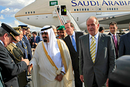 Saudi Arabia's King Abdullah walks next to Spain's King Juan Carlos (R) after his arrival at Madrid's Barajas airport July 15, 2008. King Abdullah is in Madrid for the inauguration of the World Conference on Dialogue which starts July 16. REUTERS/Zipi/Pool (SPAIN) - GM1E47G087201