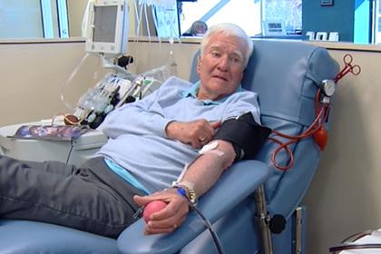 Мужчина cдал 303 литра крови и спас 1920 жизней