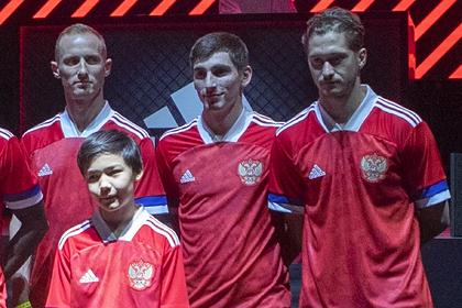 Новую форму сборной России с флагом Сербии решили поменять