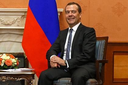 Медведев вспомнил о пении в хоре