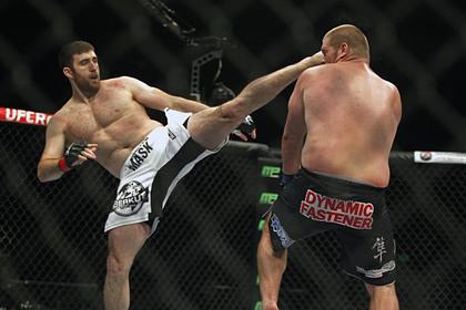 Пожизненно дисквалифицированный россиянин вернулся в октагон после ухода из UFC