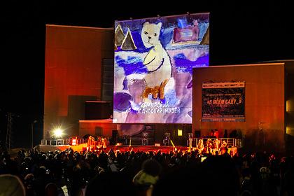 Мэппинг-шоу в Дудинке открыло международный фестиваль таймырской культуры