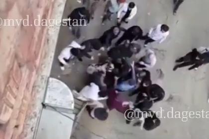 Замечание девушке переросло в массовую драку в Дагестане