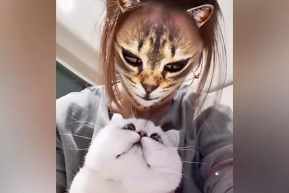 «Превращение» людей в кошек испугало их питомцев
