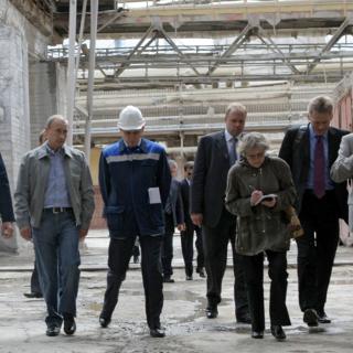 Владимир Путин (второй слева) в Пикалево