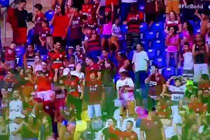 Футболист в прыжке ударил соперника и спровоцировал массовую драку