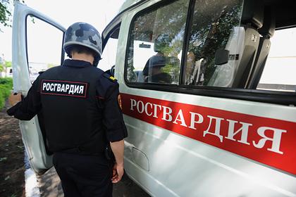 «Застенчивых» росгвардейцев уволили после драки с участием полуголого дебошира