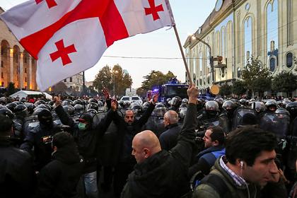 Грузинская оппозиция после разгона вернулась в центр Тбилиси