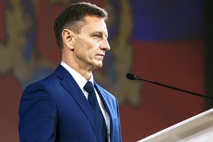 Российский губернатор возмутился дорогой со столбами посередине