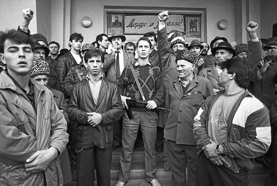 Генерал Джохар Дудаев и его сторонники