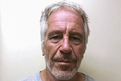 Охранявшим миллионера-педофила тюремщикам предъявли обвинения