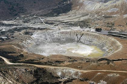 Турист прогулялся по кратеру вулкана и получил ожог 165-градусным паром