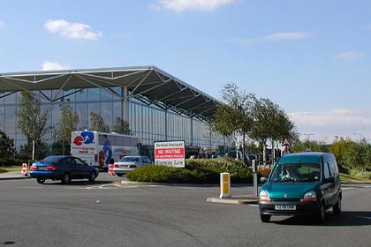 Мужчина случайно заплатил в 164 раза больше за трехминутную стоянку в аэропорту