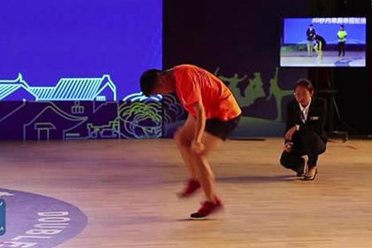 Китаец-рекордсмен прыгнул на скакалке 228 раз за полминуты