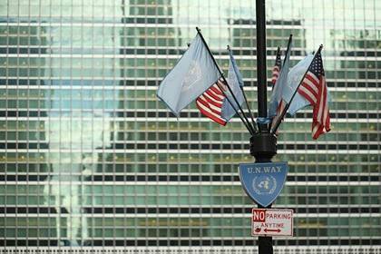 Флаги ООН и США