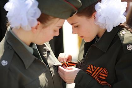 Российских школьников обязали ежедневно исполнять гимн страны