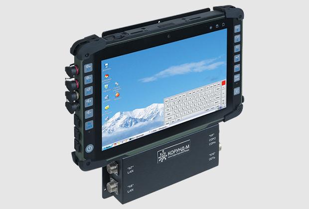 """Носимая защищенная планшетная ПЭВМ с блоками расширения интерфейсов и навигации. Конструктивное исполнение – моноблок с сенсорным ЖК-экраном 10"""""""