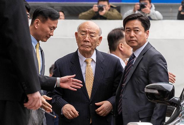 Чон Ду Хван прибыл в суд города Кванчжу на слушания по делу о его мемуарах, март 2019-го