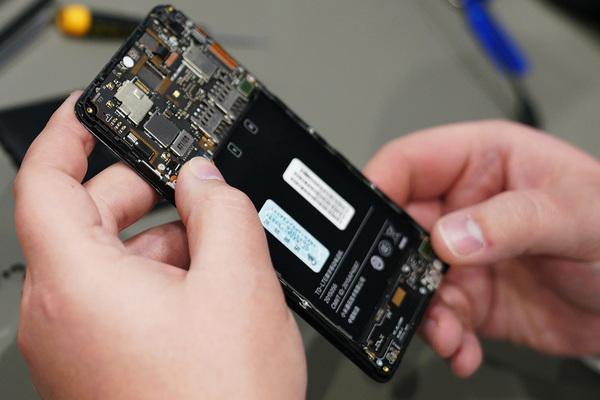 Госдума запретила продавать смартфоны без российского софта