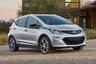 """Одним из наиболее примечательных электромобилей современности стал электрокар от американской General Motors — Chevrolet Bolt. Это не только главный локальный конкурент Tesla, но и один из наиболее успешных электрических автомобилей на рынке. Chevy запустили в продажу в 2017 году, и в первый же год он занял второе место по популярности в стране, уступая только Tesla Model 3. Оба автомобиля относительно «бюджетные» — 37 тысяч долларов за Chevy против 40 тысяч за Model 3. <br></br> Однако значительно потеснить Tesla на американском рынке Chevrolet все же не удалось. В 2018-м электрокар <a href=""""https://insideevs.com/news/344007/monthly-plug-in-ev-sales-scorecard-historical-charts/"""" target=""""_blank"""">занял</a> только четвертую позицию в рейтинге самых покупаемых электрокаров в США, пропустив вперед Tesla Model 3, X и S. В первой половине 2019 года ситуация немного исправилась — Chevrolet <a href=""""https://insideevs.com/news/357565/ev-sales-scorecard-june-2019/"""" target=""""_blank"""">поднялся</a> на третью строчку в рейтинге."""