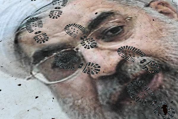 Плакат с портретом президента Ирана Хасана Рухани