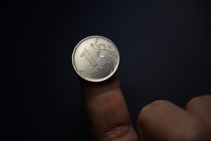 Российскому рублю прикажут стать вровень с долларом и евро