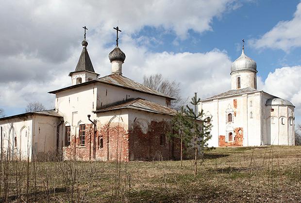 Церковь и трапезная построены в 1557 году и принадлежат новгородской поморской общине Древлеправославной Поморской Церкви.