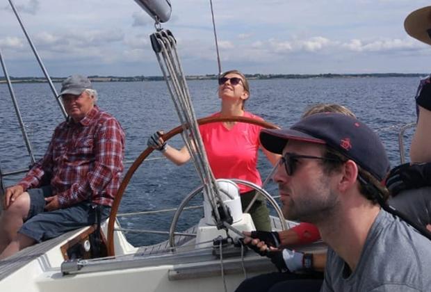 Моя страсть — это плавание под парусом. Занимаюсь им уже года три, права получила. Очень рекомендую. Это легко и приносит большое удовольствие, а лодку всегда можно взять напрокат.