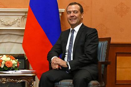 Медведев предложил альтернативу четырехдневке