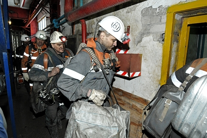 После задымления в российской шахте пропали трое горняков