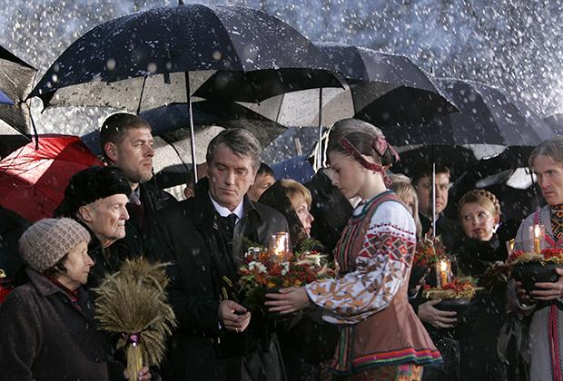 Виктор Ющенко участвует в акции памяти жертв голода 1930-х годов