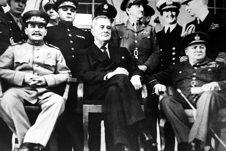 Иосиф Сталин, Франклин Рузвельт и Уинстон Черчилль на Тегеранской конференции. 28 ноября — 1декабря 1943 года