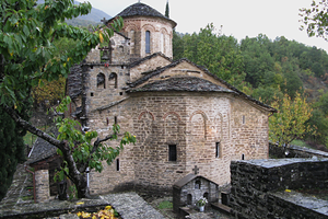 Эпир. Деревня Моливдоскепасти. Свято-патриарший монастырь Моливдоскепасту на границе с Албанией
