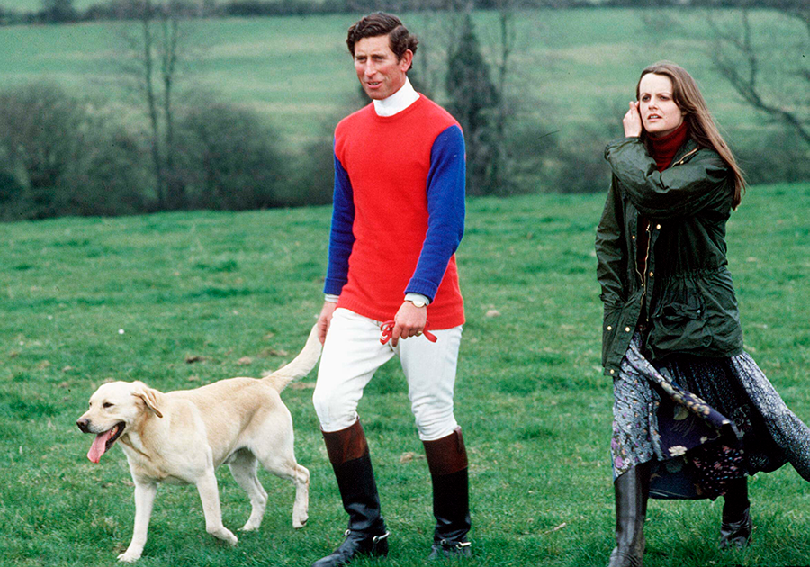 Чарльз и леди Джейн Велсли гуляют с собакой