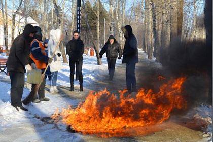 Российские коммунальщики начали жечь лед