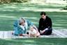Взять годовалого ребенка в дальнюю поездку в Новую Зеландию — смелое решение Дианы, считали подданные Ее Величества. Сама Елизавета не любила своенравную невестку: день, когда СМИ опубликовали фотографии беременной принцессы в бикини, она назвала «темнейшим днем британской журналистики».