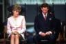 Слухи об изменах Дианы позже подтвердились. Но и принц не был ей верен — уже в 80-х годах он возобновил отношения с Камиллой Паркер-Боулз. С 1992 года принц и принцесса жили раздельно, а в 1996-м — развелись.  <br></br> Диана сохранила титул и получила компенсацию: однократную выплату в 17 миллионов фунтов и содержание в 400 тысяч фунтов в год. Как мать будущего наследника ее продолжали считать членом королевской семьи, но ее отношения с королевой и ее мужем оставались напряженными.