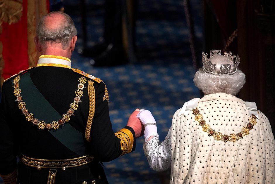 Принц Чарльз и королева Елизавета II на открытии палаты лордов, 2019 год