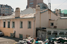Одна из главных проблем здесь — мусор, который не вывозится неделями. В квартале практически нет постоянных жителей, поэтому управляющая компания считает вывоз мусора экономически невыгодным. На некоторых улицах Миллионки возникают небольшие свалки.