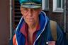 Типичный житель бывшего «чайна-тауна» — художник Юрий Платонов. Он зарабатывает на жизнь, рисуя портреты и шаржи на городской набережной, а живет в небольшой съемной комнате.